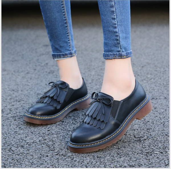 2017 Spring designer shoes British wind system with tassel flat single  patent leather shoes big yards