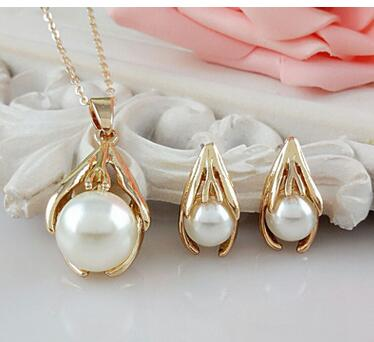Exquisite High pearl noble Korean pearl ear pin / Necklace suit Shell Pearl Pendant Necklace Earrings Set
