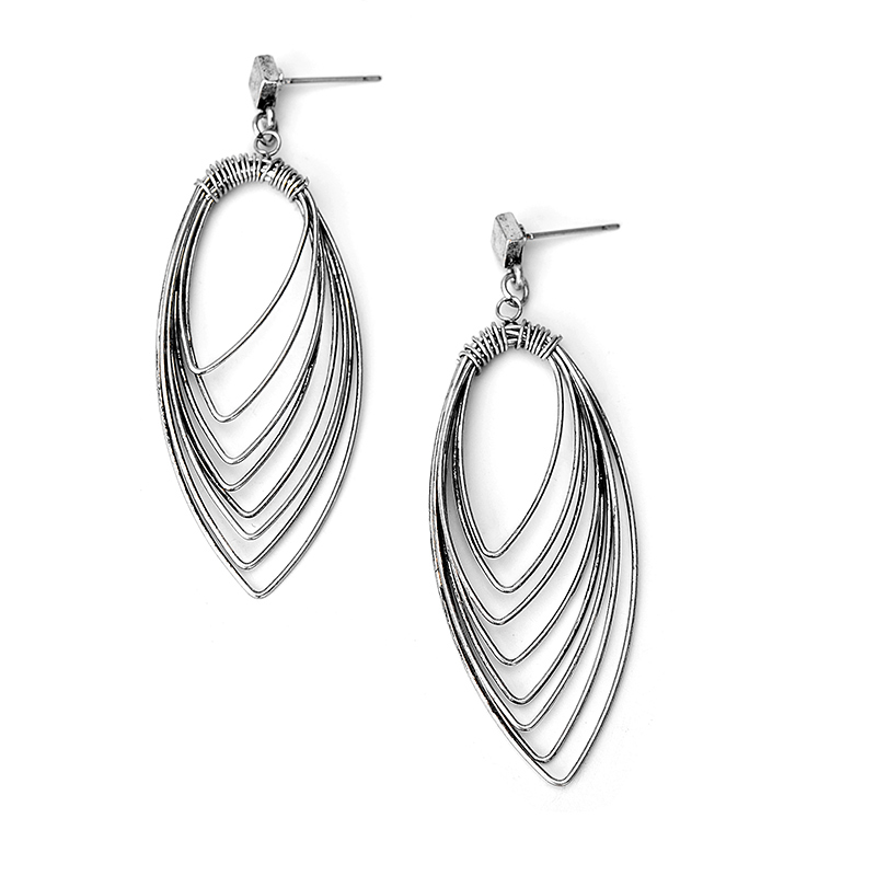 Womens fashion geometric jewelry metal ring Earbob Ear Studs. Golden and silver long pendant earrings