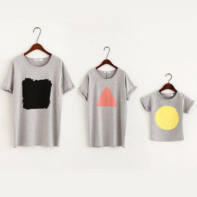 Family Look 2016 Camisa de Verano de la Familia Establece Madre E Hija de Ropa A Juego de Algodón Patrón Geométrico de Manga Corta Camisetas