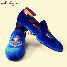 2017 Royal Blue Velvet Slippers Men Designer Loafers Slip Ons Shoes Italian Men Dress Luxury Mocassin Red Bottom Flats Driving deification mocassin homme red flower embroidered mens flats loafers velvet slippers comfortable leather shoes men wedding shoes