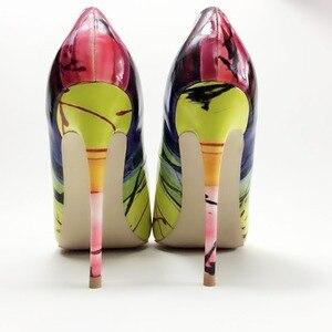 Image 5 - حذاء نسائي من Keshangjia حذاء سهل الارتداء مطبوع عليه أوراق شجر حذاء نسائي مثير بكعب عالٍ للنساء مزخرف بالزهور للنساء