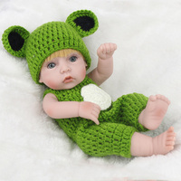 New Simulation of Regenerated Doll in Green Clothes Reborn Lifelike Baby Companion Doll that Can be Put into the Water