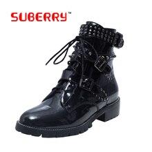 Британский Стиль Классические Ботинки Женщин 2016 новая Натуральная Кожа Мода Martin Обувь Зашнуровать Заклепки Квадратных Каблуках Осень Ботильоны