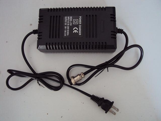 100-240VAC De Entrada Universal 36 V 1.8A (apto para baterías de plomo ácido 7-14Ah) Cargador de Scooter De Afeitar