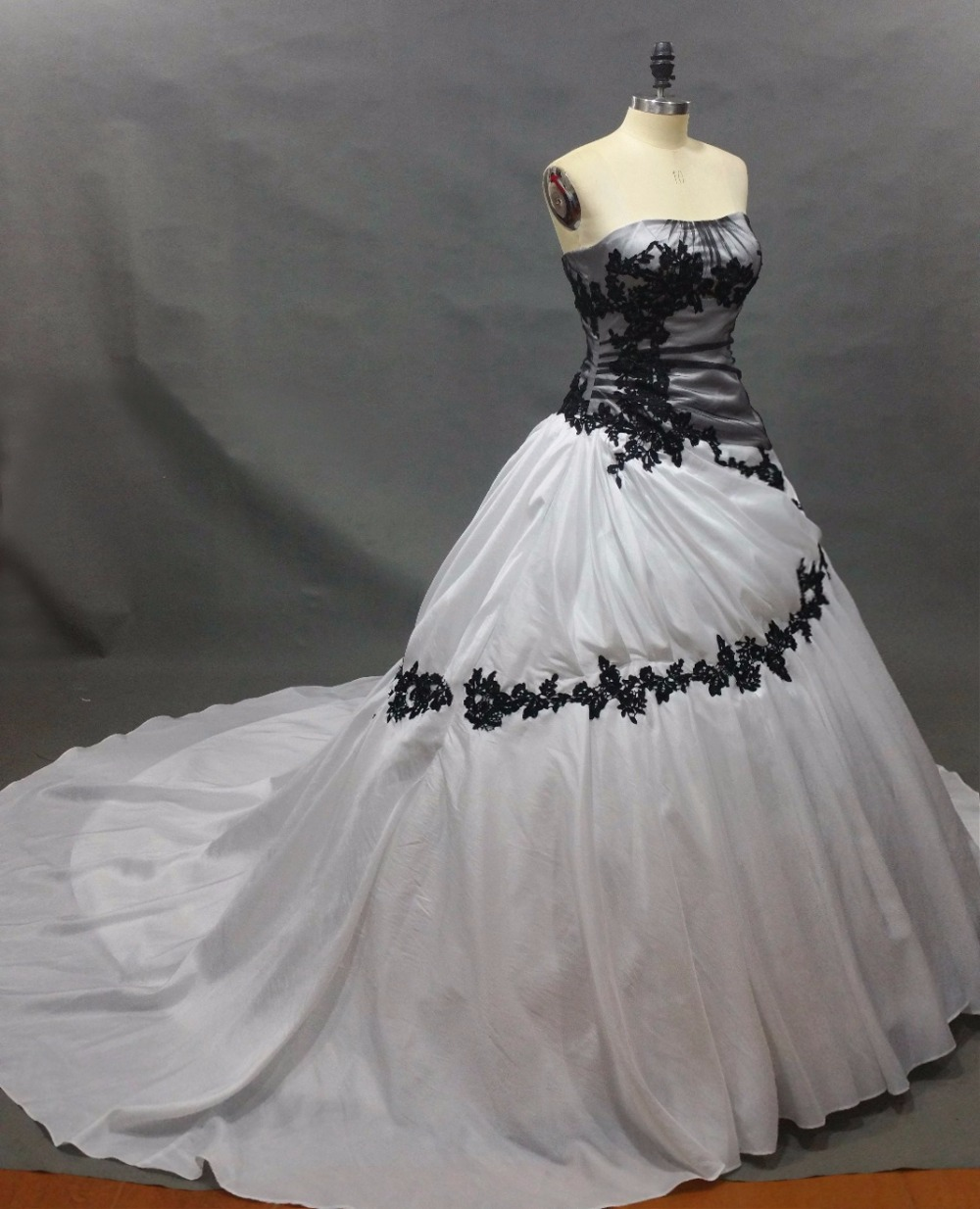 White And Black Wedding Dresses Sweep Train Bridal Dresses 2019 Sexy Strapless Lace Wedding Gowns Custom Vestido Noiva Princess