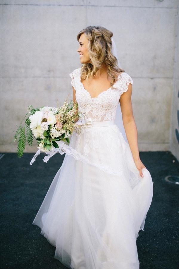 Charming Bohemian A Line Wedding Dresses Lace Short Cap Sleeve V