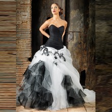 Gothic Black And White Bridal Ball Gowns Appliques Ruffles Sweetheart Off The Shoulder Bridal  Dress Vintage Wedding Dresses