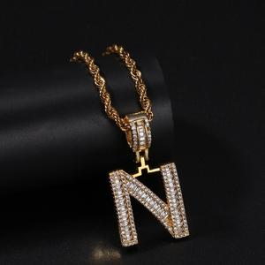 Image 3 - Uwin moda jóias cor do ouro baguette carta pingente colar inglês letras iniciais iced para fora cúbico zriconia hiphop jóias