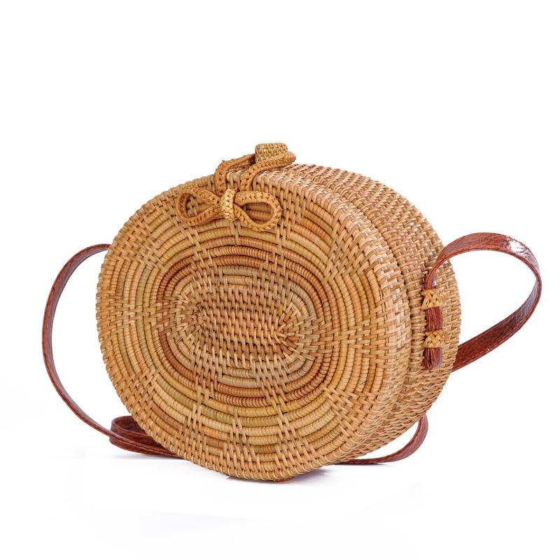 все цены на Dropshipping 2018 Women Handmade Rattan Woven Round Crossbody Bag Vintage Retro Straw Messenger Bag Summer Beach Shoulder Bag