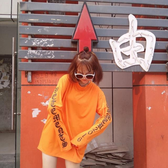 HTB1SEsgMVXXXXX5XpXXq6xXFXXXJ - Oversize Design Super Long Sleeve Printed Hip Hop Female T-shirt