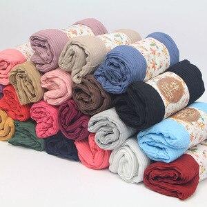 Image 5 - Miya Mona Plain Baumwolle frauen Hijabs Weibliche Mode Warme Welle Faltig Muslimischen Wrap Hijab Einfache Solide Plain Schal Kopftuch