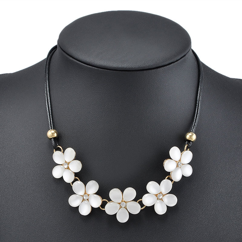e8bc94025 Fashion Crystal Flower Rhinestone Statement Choker Chain Pendant Necklace  BIB Chunky Necklaces For Women Ladies Jewelry Gifts-in Choker Necklaces  from ...