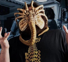 1:1 Ukuran Predator Alien Facehugger Cosplay Resmi Perjanjian Prop Replica Poseable Gambar Mainan(China)