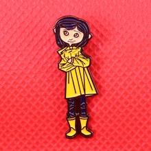 Broche esmaltado de Coraline para niña pequeña, insignia de animación escalofriante, alfileres bonitos para mujer, camisas, chaquetas, accesorios