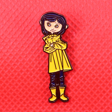 Coraline emaille pin kleines mädchen brosche creepy animation abzeichen nette pins frauen shirts jacken zubehör
