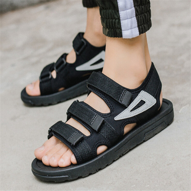 829f7aa39025 2018 Summer new Vietnamese outdoor sandals men sports casual sandals in the  end of the rubber beach IAXYUE