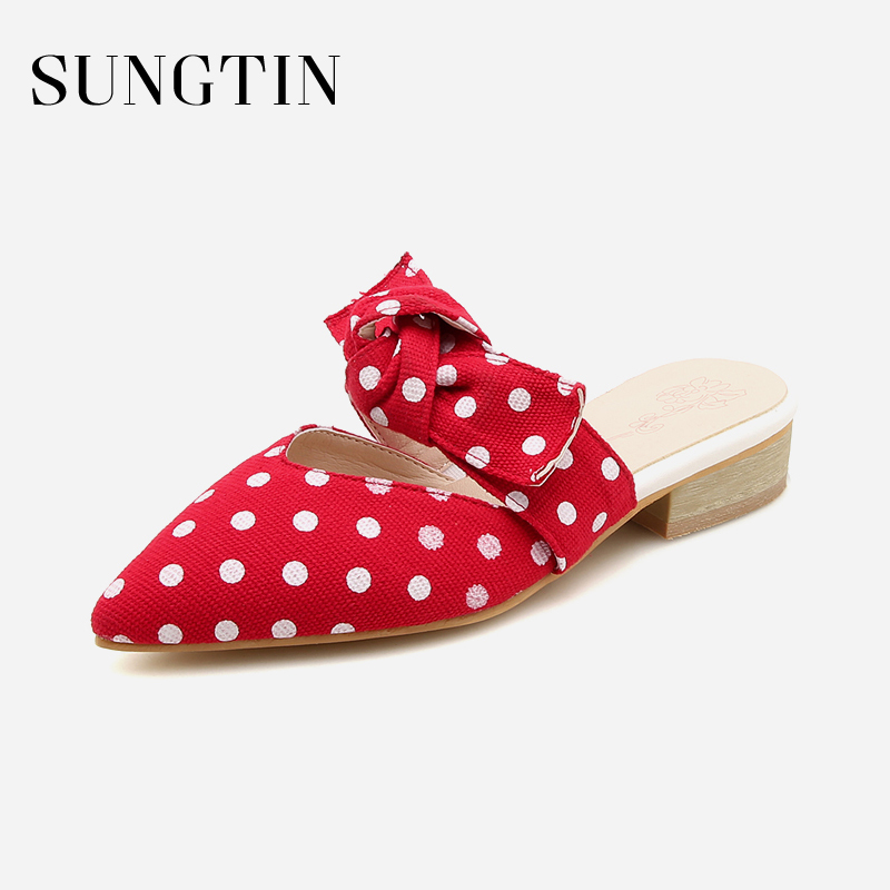 все цены на Sungtin Cute Polka Dot Bow Slippers Women Sweet Mules Gril Summer Beach Shoes Pointed Toe Low Heel Slippers 2018 Plus Size 43