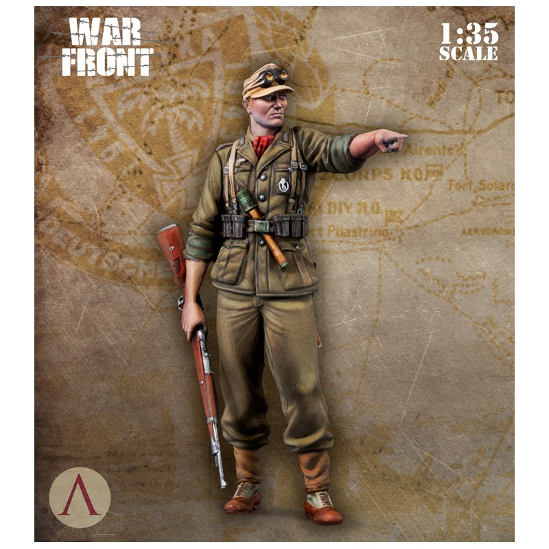 1:35 Standing Soldier Pointing To The Front