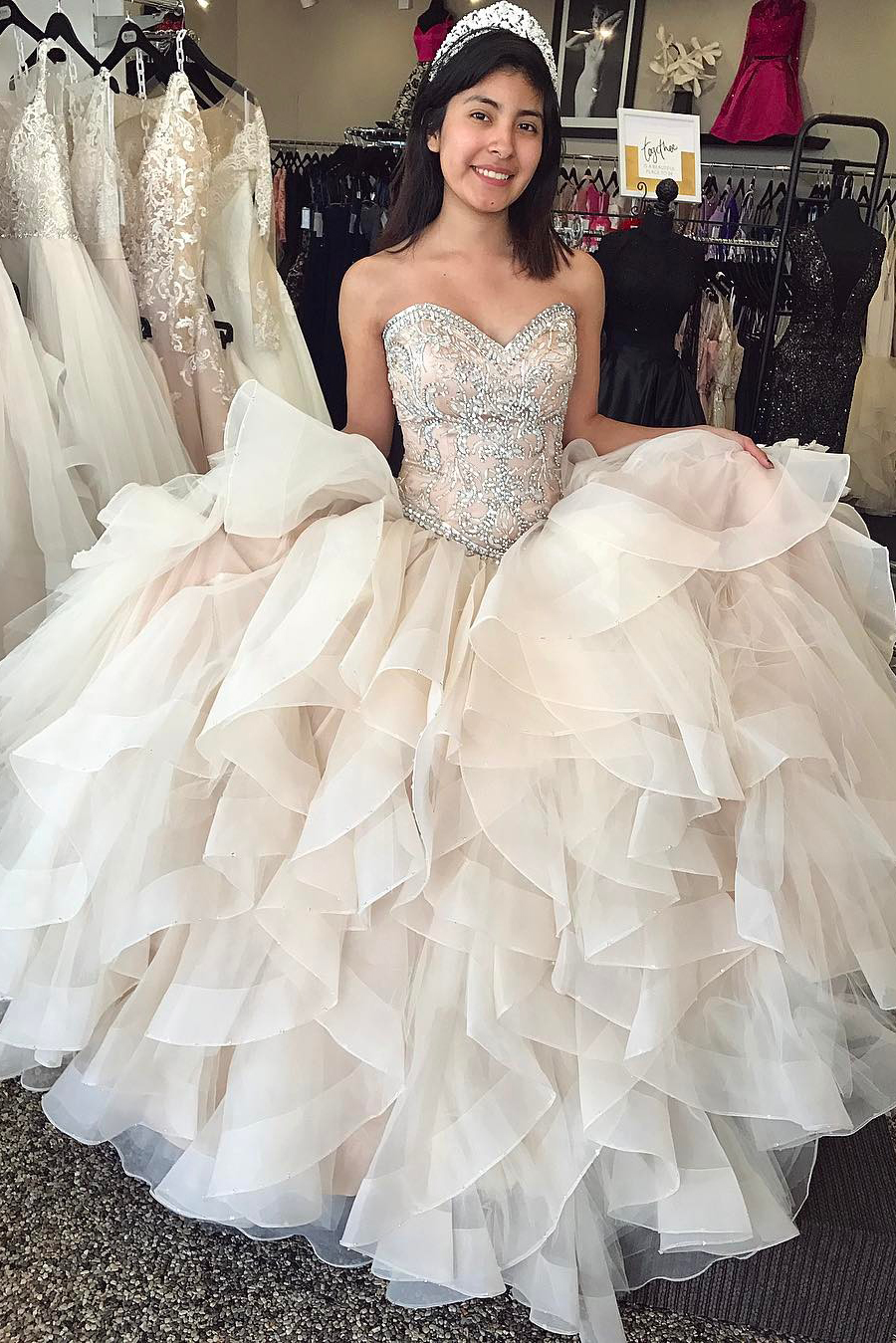 Stunning Champagne Quinceanera Dresses Ball Gown Elegant Prom Dresses With Crystal Ruffles Tiered Lxury Vestido 15 Anos Sweet 16
