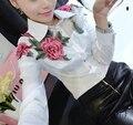 Primavera Verão 2016 das Mulheres Doce Fino Bordados de Flores Camisa de manga Longa Preto Branco Encabeça Blusa Formais