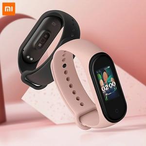 Image 4 - 재고! 2019 새로운 Xiaomi Mi Band 4 스마트 컬러 스크린 팔찌 심박수 피트니스 135mAh 블루투스 5.0 방수 스마트 시계