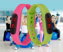 2017 Fashion Mini Bracelet watches Children students lovers gifts Wristwatch Silicone Led digit watch