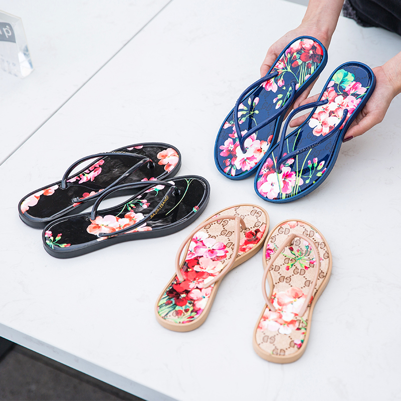 New 2019 summer beach slippers sandals women 39 s slippers women 39 s flat sandals flip flops Fashion floral beach shoes in Flip Flops from Shoes