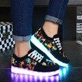 Zapatos 2017 superstar hombres zapatos de mujer plana de luz led con gran tamaño 4.5-14 imprimir casual zapato 7 colores unisex del bajo precio