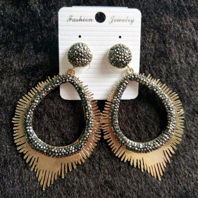 Bohemia Hollowed Gold Luxury Earings Charms Statement Boho Jewelry Vintage Earrings  for Women Brincos 2018 Earing Gift cff9c2b51d4d