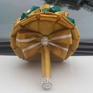 Image 4 - Wifelai Een Gouden Met Emerald Green Kunstmatige Rose Bruid Boeket Met Diamant Lint Bruiloft Boeket Bloemen Decoratie W2913