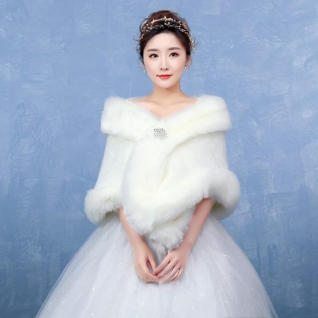 Barato Em Estoque Branco Cor Fur Boleros Jaqueta de Casamento Elegante Casamento Envoltório Xale Noite Com Strass Broche