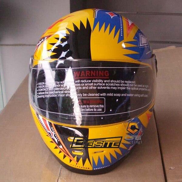 Le casque de moto avec casque en verre acier jaune et blanc