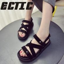 5be841682 ECTIC 2018 nova moda selvagem casuais verão sandálias flat Coreano  estudantes do sexo feminino simples fundo