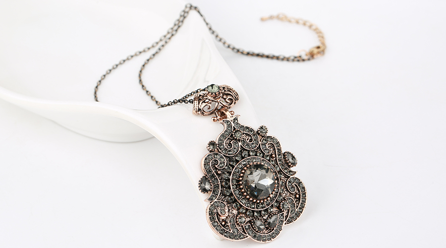 HTB1SLOfajnuK1RkSmFPq6AuzFXaP - Kinel Bohemia Ethnic Necklace For Women Antique Gold Gray Crystal Statement Pendant Necklace Vintage Jewelry New Style