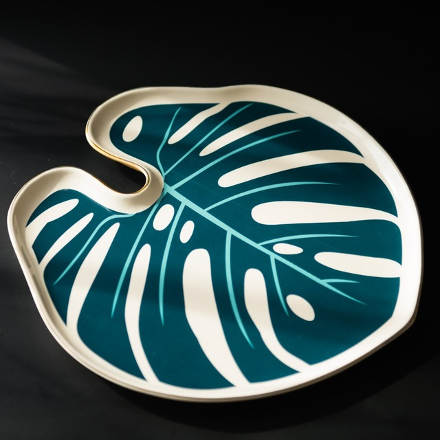 European style ceramic Monstera dish for furnishing articles decorative plate. Personalized fruit plate home decoration & European style ceramic Monstera dish for furnishing articles ...