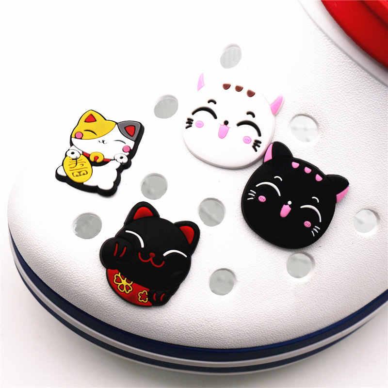 1 Uds. El adorable gato de la suerte PVC Croc accesorios de colgantes precioso Kitty jardín zapato Decoración Para jibz fiesta de chico X-mas regalo