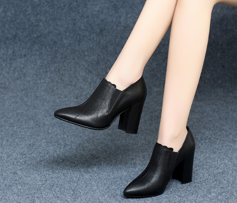 new arrived women High heeled boot with fur 8 cm for heel black color