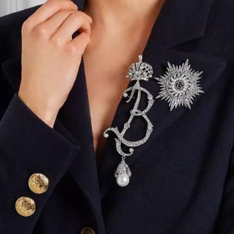 Letra do vintage cheio de strass pérola grande broche de pino de noiva Cristais de prata crown broche personalidade feminina acessórios de jóias