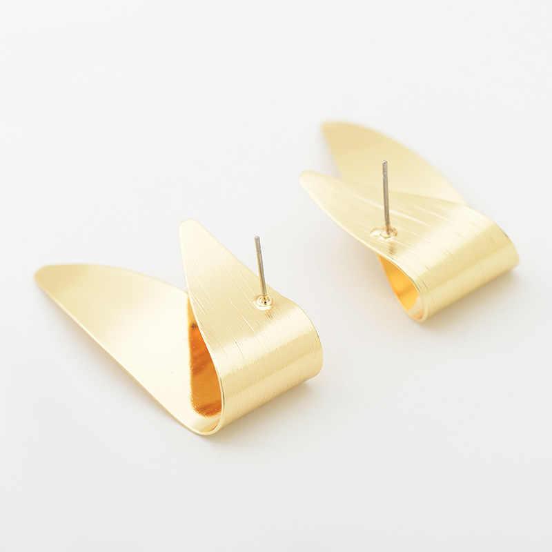 流行の古典的なゴールドシルバーカラーツイスト形状のスタッドのイヤリング女性のためのパンク抽象気質イヤリング金属耳ジュエリー
