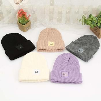 Koreańska nowa czapka jesienno-zimowa moda ciepła czapka robiona na drutach w stylu brytyjskim buźka z dzianiny w stylu casual czapka dla kobiet na zewnątrz nakrycia głowy tanie i dobre opinie Skullies czapki Wełna Dla dorosłych Kobiety Na co dzień Stałe E0388 AILEXIU Caddice