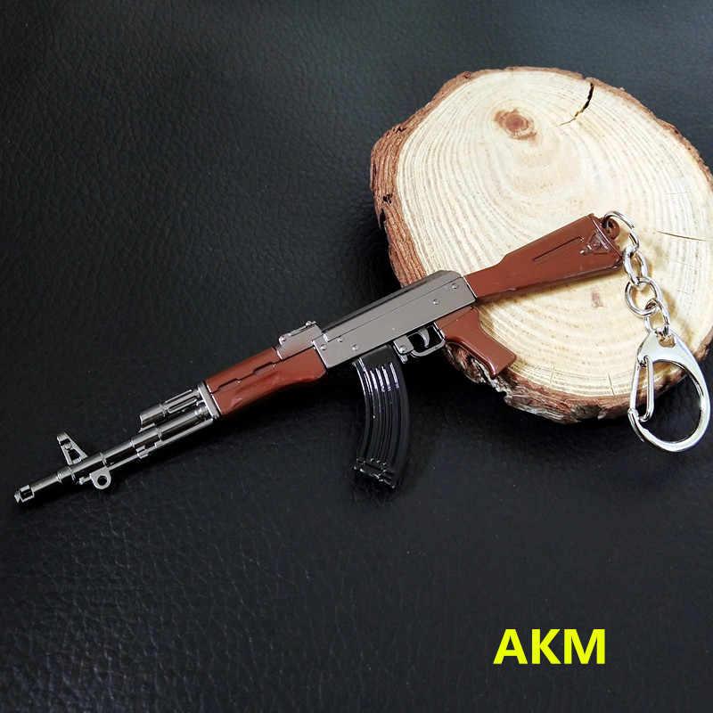 سلسلة مفاتيح تنكرية لشخصيات القتال على شكل لعبة akm 98k نموذج سلاح سلسلة مفاتيح PUBG Pan خوذة للهدايا للمروحة
