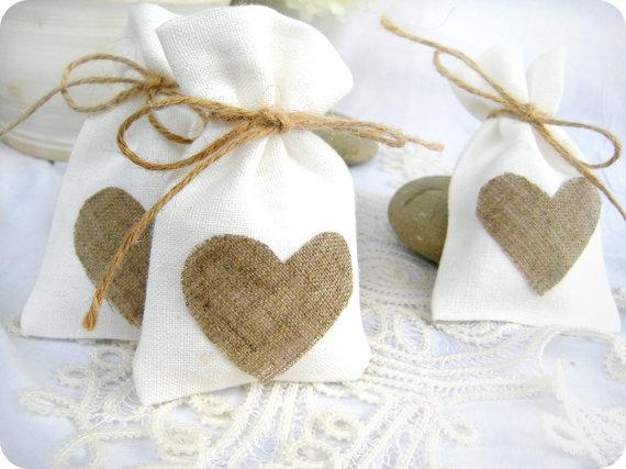 Burlap Heart Favor Bag Trendy White Natural Linen Drawstring Wedding Gift Bags Jewelry Bag 50pcs