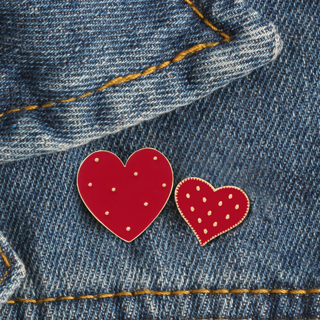 2 Pcs/set Kartun Merah Besar Hati Kecil Enamel Lucu Wanita Bros Denim Jaket Kerah Pin Dekorasi Lencana Fashion Perhiasan hadiah