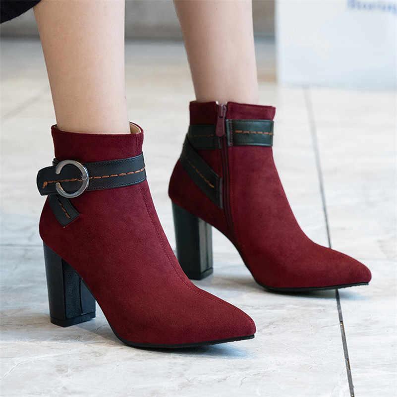 FEDONAS Kadın Kare Yüksek Topuklu Sıcak Sonbahar Kış yarım çizmeler Parti Balo Ayakkabı Kadın Retro Metal Dekorasyon Kısa Chelsea Çizmeler