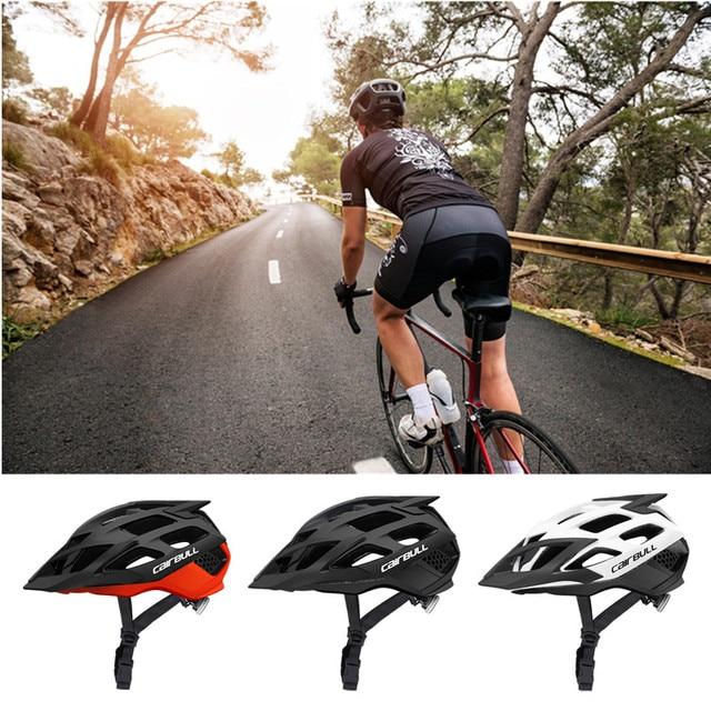 велосипедный шлем с солнцезащитным козырьком для мужчин и женщин фотография