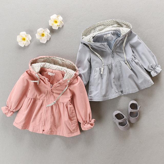Capa de polvo de desgaste del bebé hembra otoño 2017 resorte de la capa de algodón puro 0-1-2-3 niños de ropa infantil abrigo capa de polvo o prestar