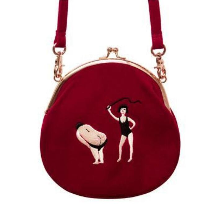 Бархатная сумка с вышивкой