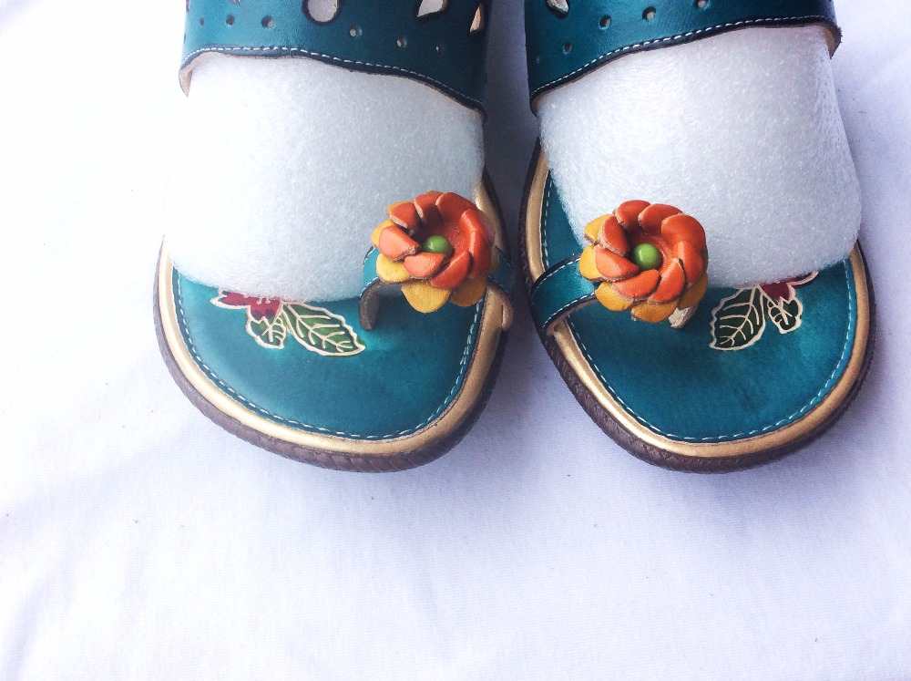 2016 new summer soft bottom Leather Flip Flops comfortable folk style hand-painted Candy colors flowers anti-skid slippers