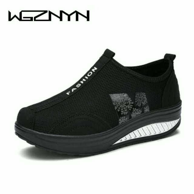 נשים נעליים יומיומיות קל להחליק על פלטפורמת טריז נעלי ספורט נשים לנשימה אוויר רשת קיץ נדנדה נעלי Tenis Feminino W309
